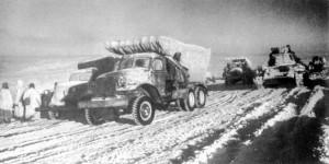 Советская техника в заснеженной степи во время операции Уран
