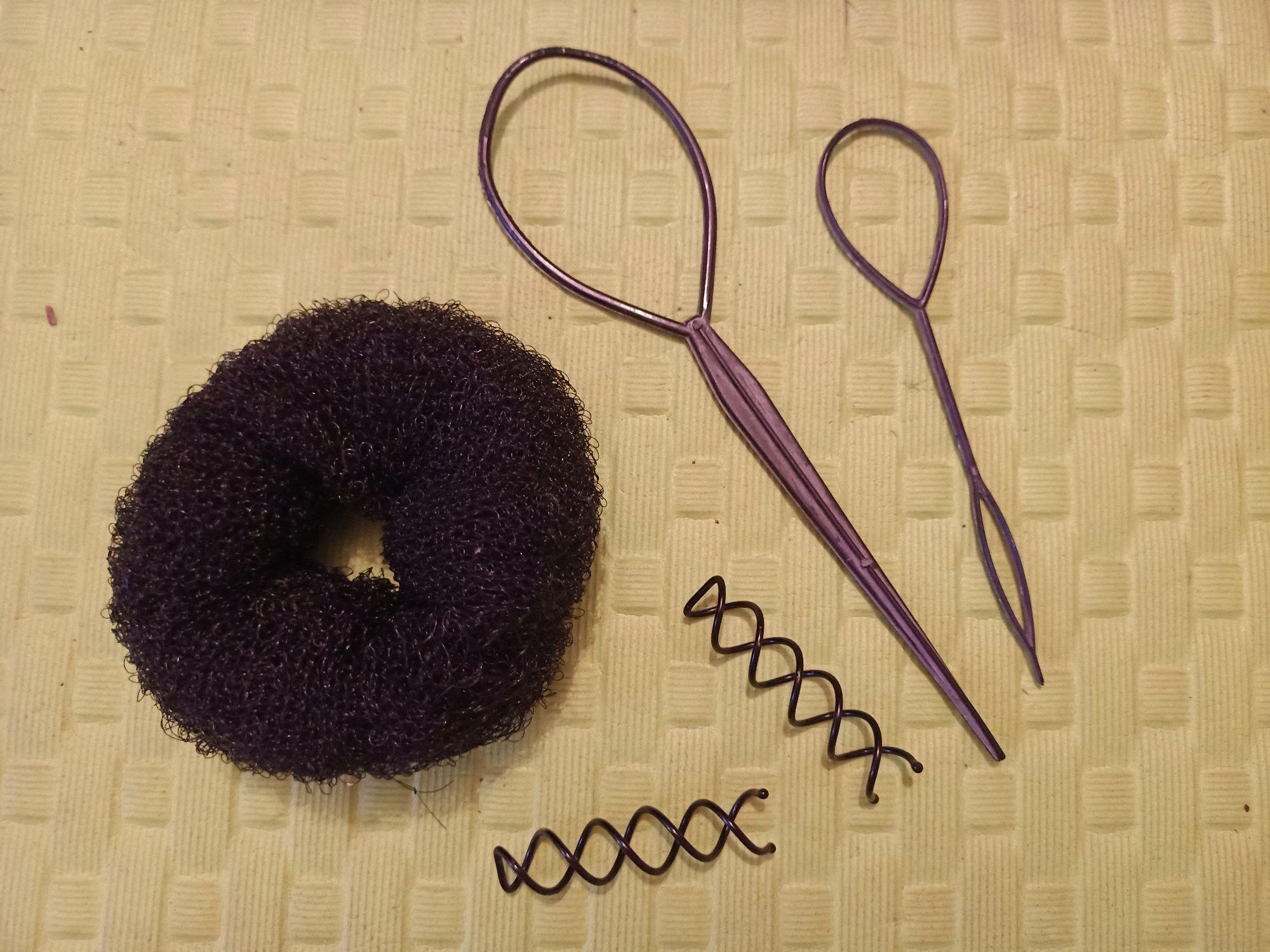 Бублик, петли для кос и главное — шпильки-спирали