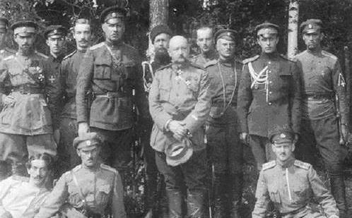 Юденич с офицерами
