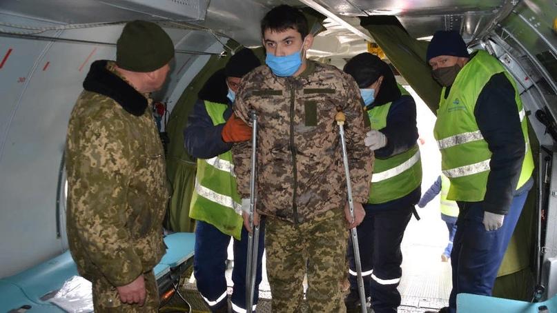 В Киев раненых везут целыми самолетами