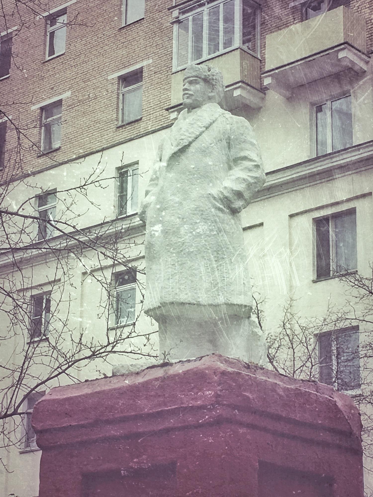 В Москве на этой неделе обещают морозы,в Ростове Великом сегодня было -30. Дедушка уже утеплился.