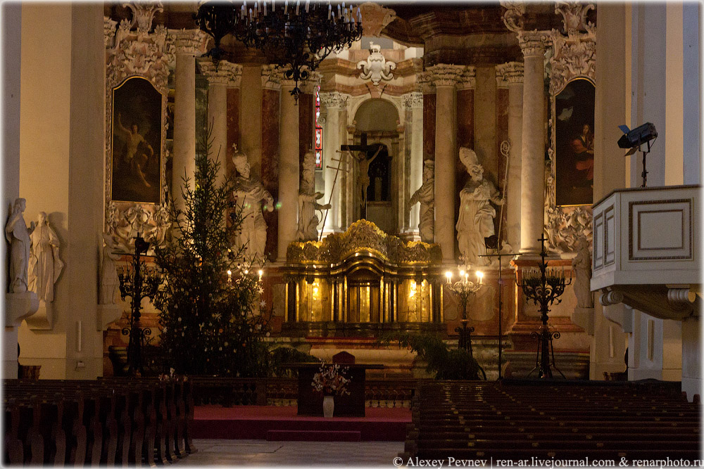 Алтарь в костеле Св. Иоаннов