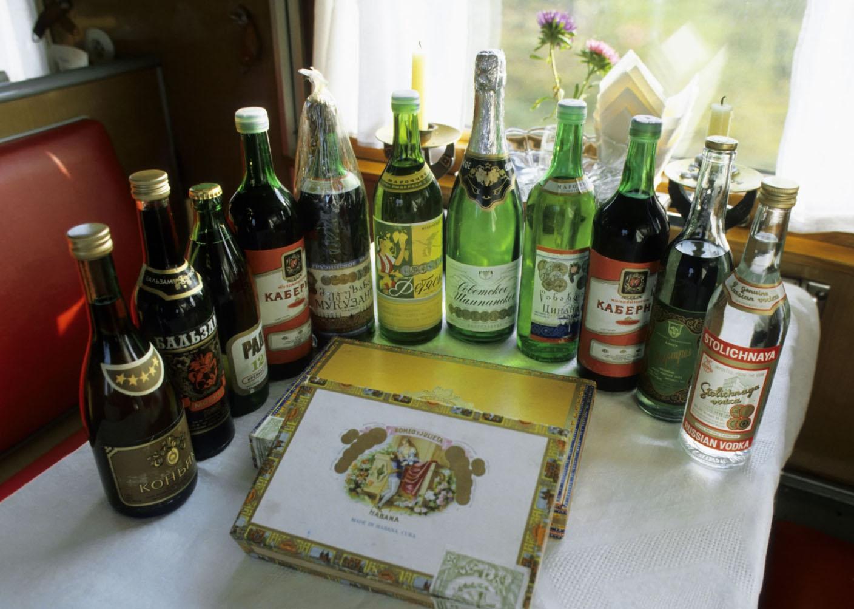 Ассортимент алкоголя в поезде Россия в середине 1992-го
