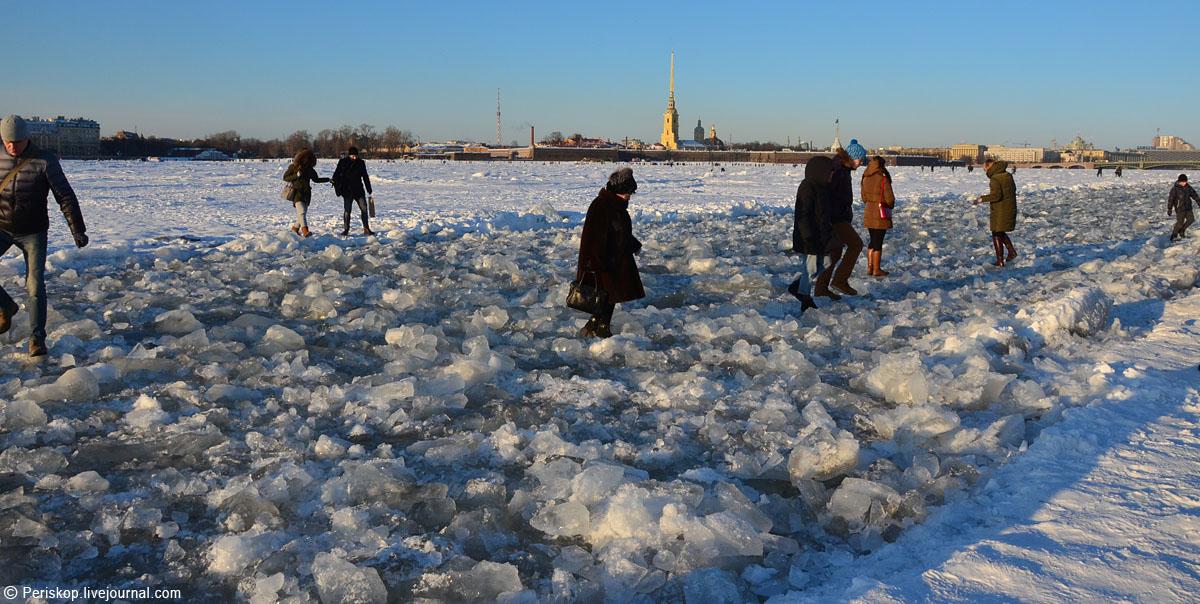 Нева превратилась в Невский проспект. Народ - в восторге!
