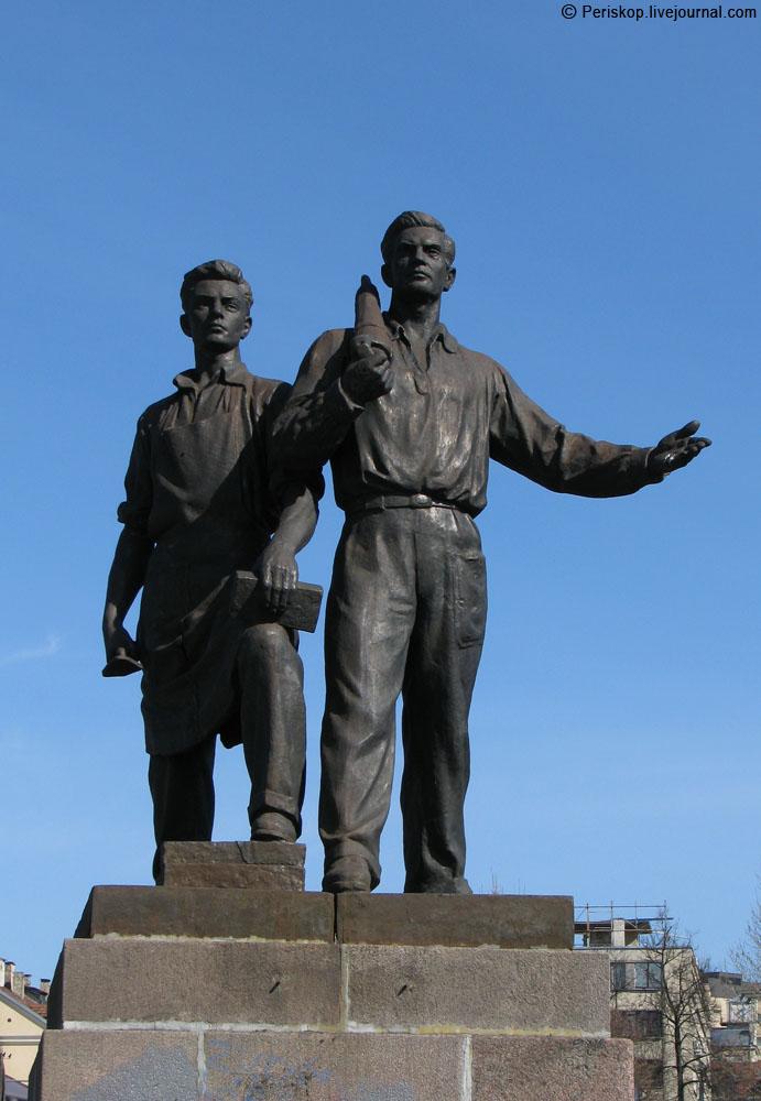 Вильнюс. Часовых советской цивилизации на Зелёном мосту сняли