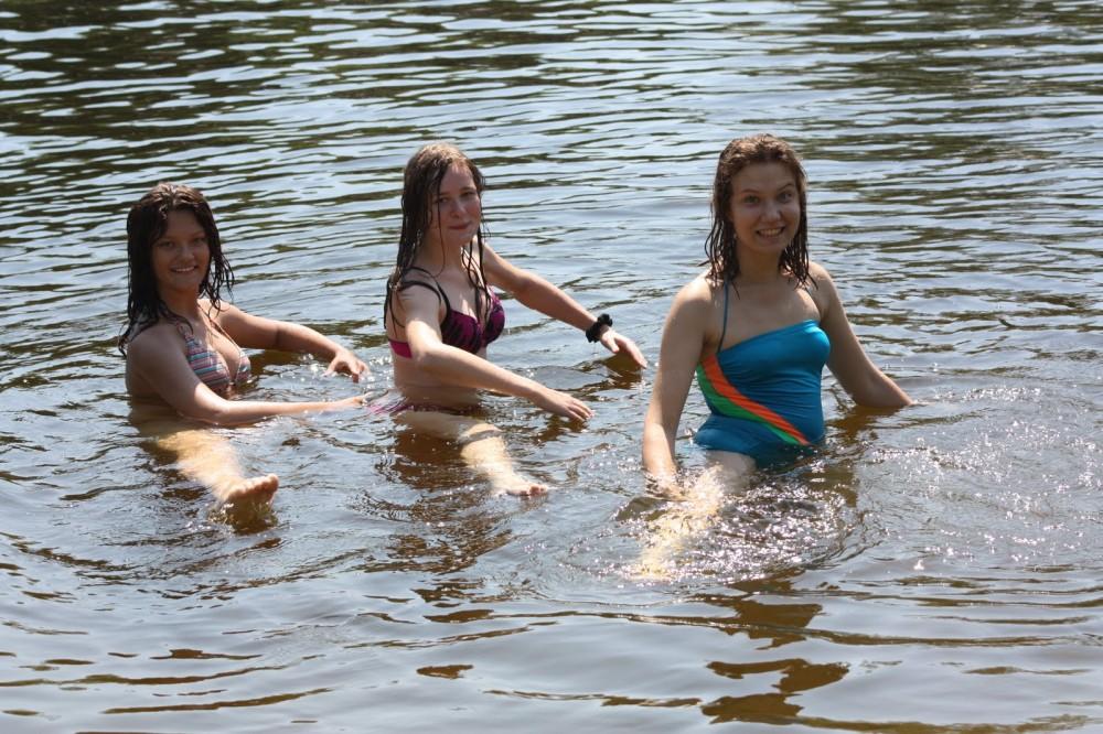 миссия рамках подружки купаются в речке фото недавно