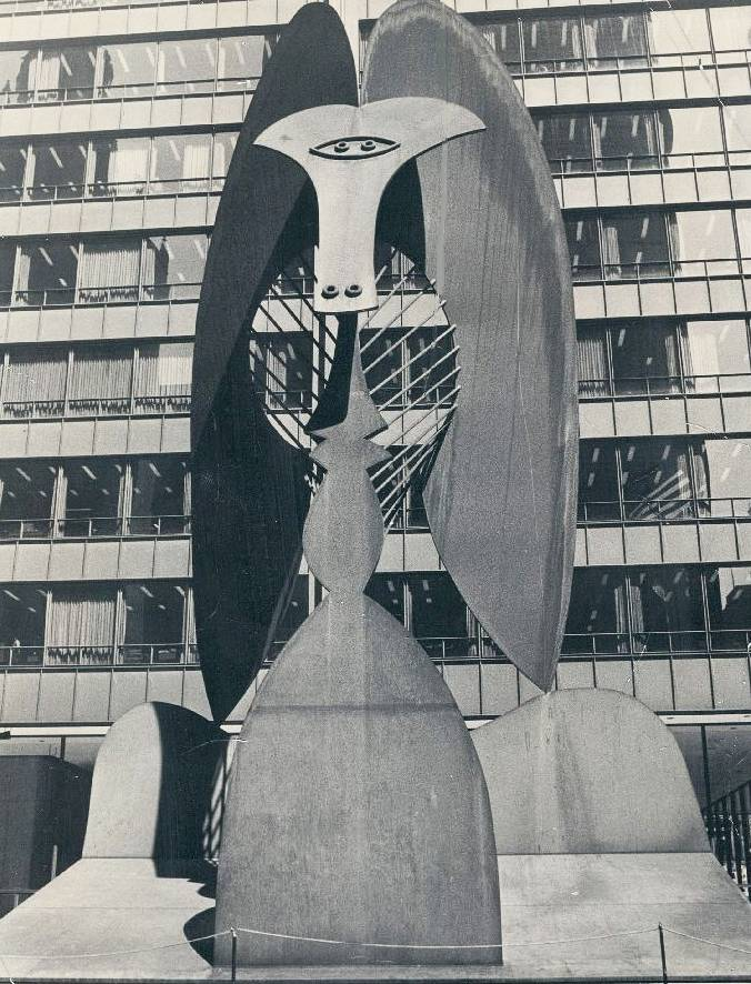 PHOTO - CHICAGO - PICASSO SCULPTURE CIVIC CENTER - WHEN NEW - 1967