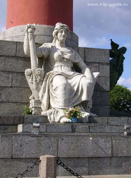 Скульптура Нева у основания Ростральной колонны нева