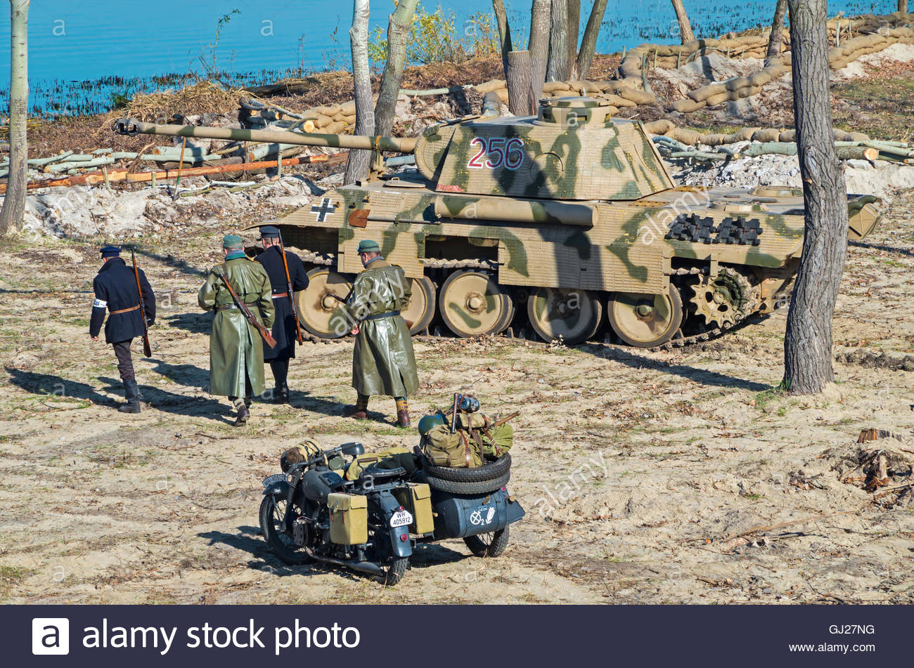 dnepropetrovsk-ukraine-october-29-2013-wehrmacht-troops-with-policemen-GJ27NG