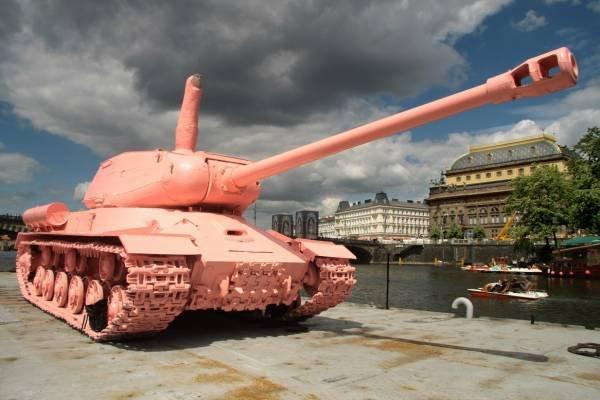 ruzovy_tank