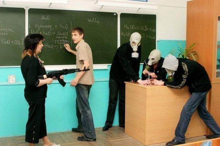 противогаз-учительница-автомат-урок-573993