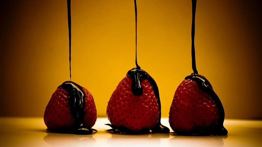 strawberry-and-chocolate-wallpaper