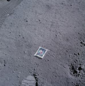 Charlie_Duke's_family_portrait_left_on_the_surface_of_the_moon