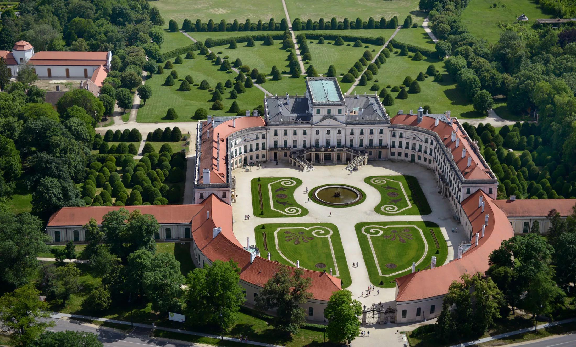 Замок и парк Эстерхази в Фертёде