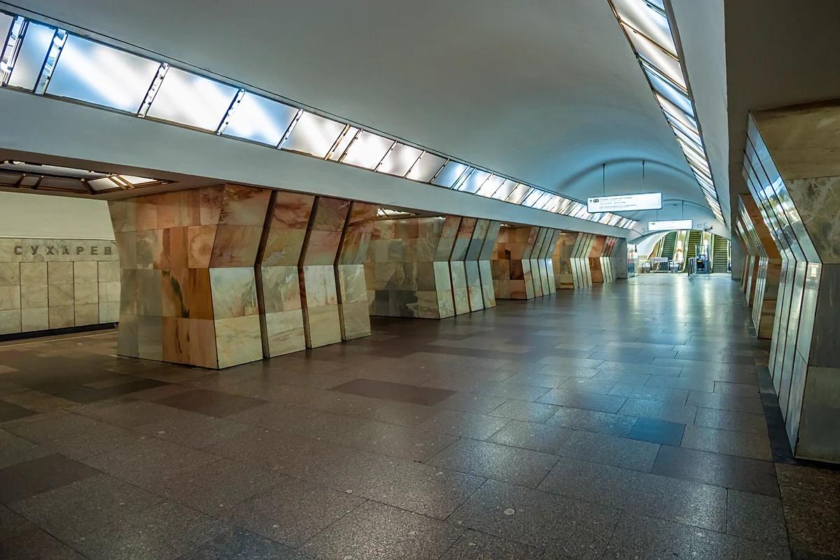 """Станция """"Сухаревская"""", до 1990 года — """"Колхозная"""""""