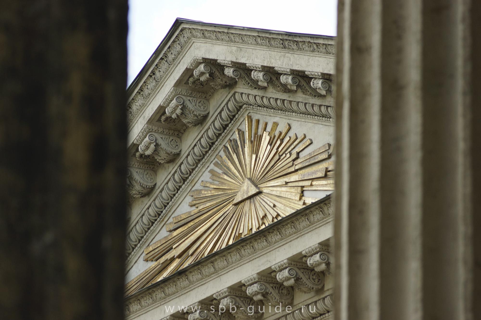 Тимпан Казанского собора в Санкт-Петербурге - фото с сайта spb-guide.ru