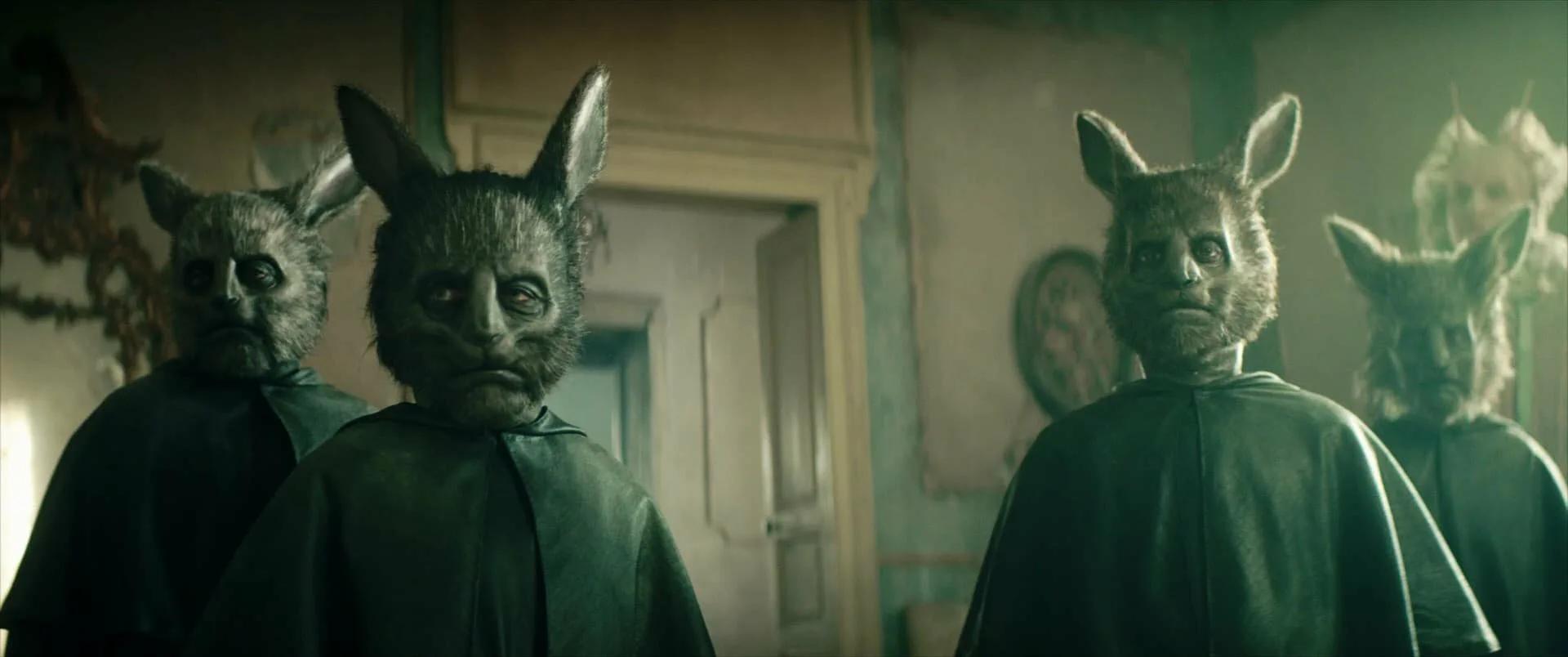 Процессия кроликов-гробовщиков