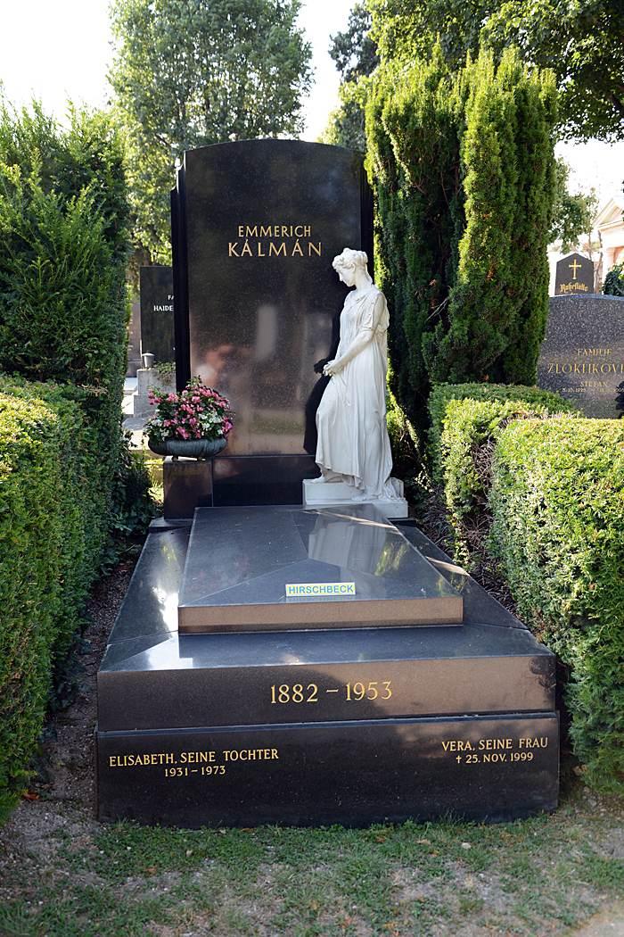 Могила Кальмана, его жены и дочери