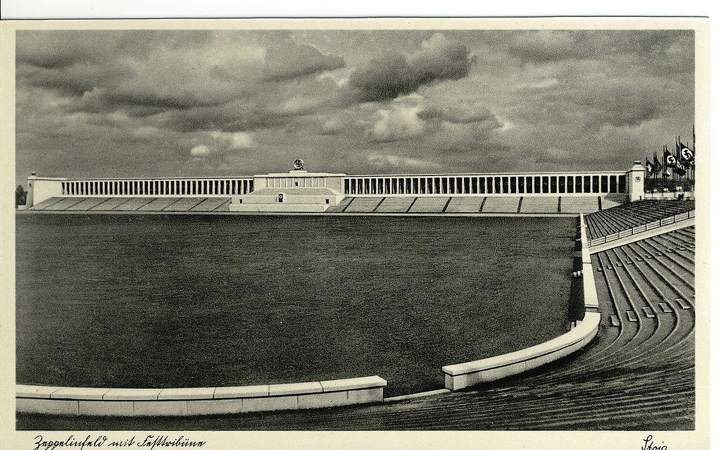 Цеппелиновы Поля с трибуной в эпоху нацизма