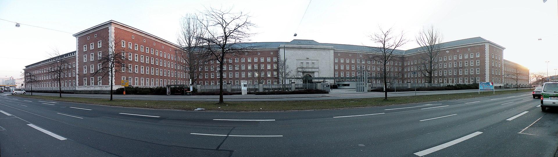 Федеральное ведомство по делам беженцев и мигрантов — бывшие казармы СС