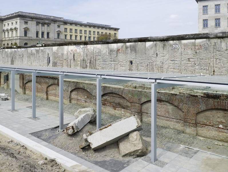 Топография террора — открытая часть с фрагментом Берлинской Стены