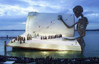 "Декорация для ""Бала-маскарада"" Верди в Брегенце 2000 года"