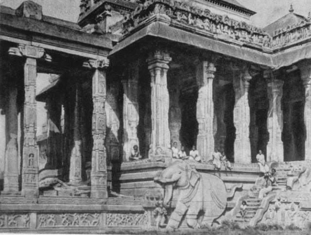 Чидамбарам. Тысячеколонный мантапам в храмовом комплексе, XVI  в.