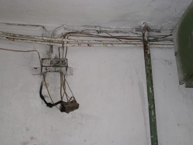 Это телефонные провода, они