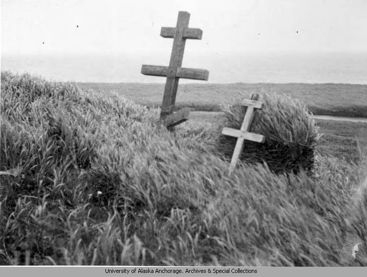 Showing_the_original_marker_the_small_mound_1938_August_4.jpg