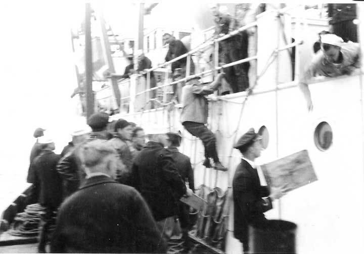 The_Doctor_gets_aboard_1937_July_15.jpg