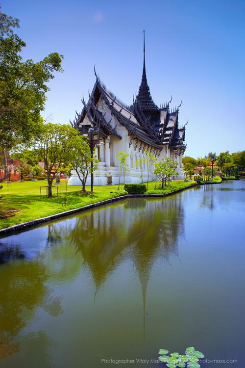 Pagoda-on-water