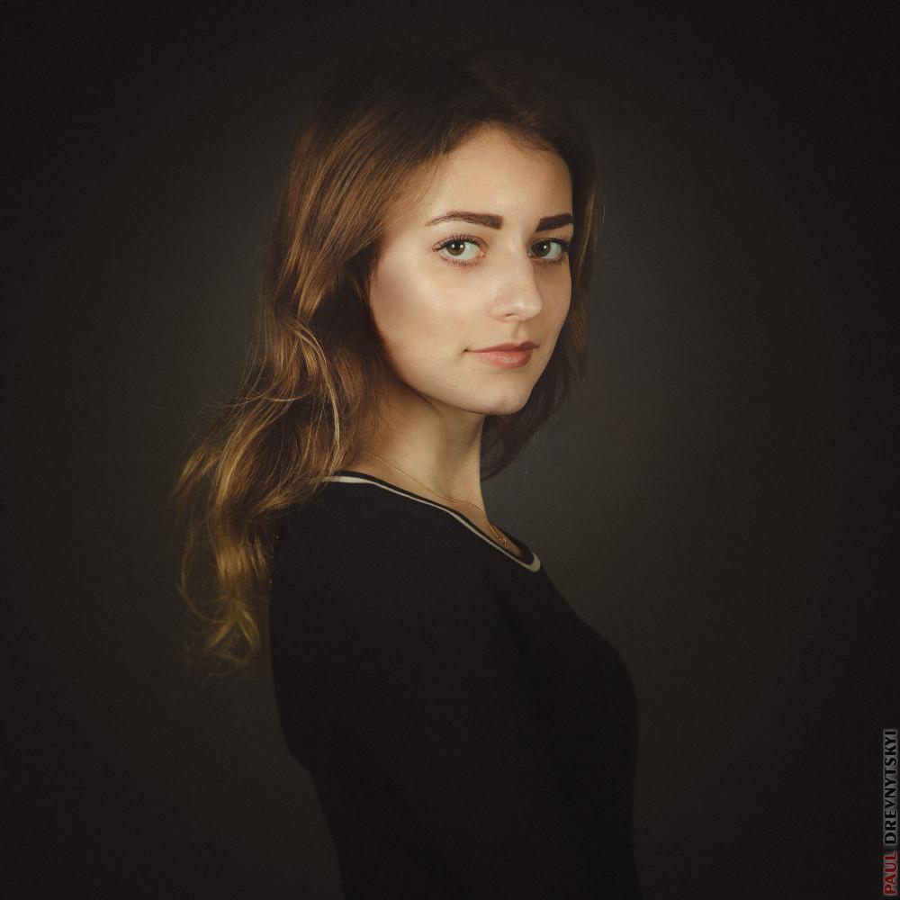 Студийное фото портретов женщин