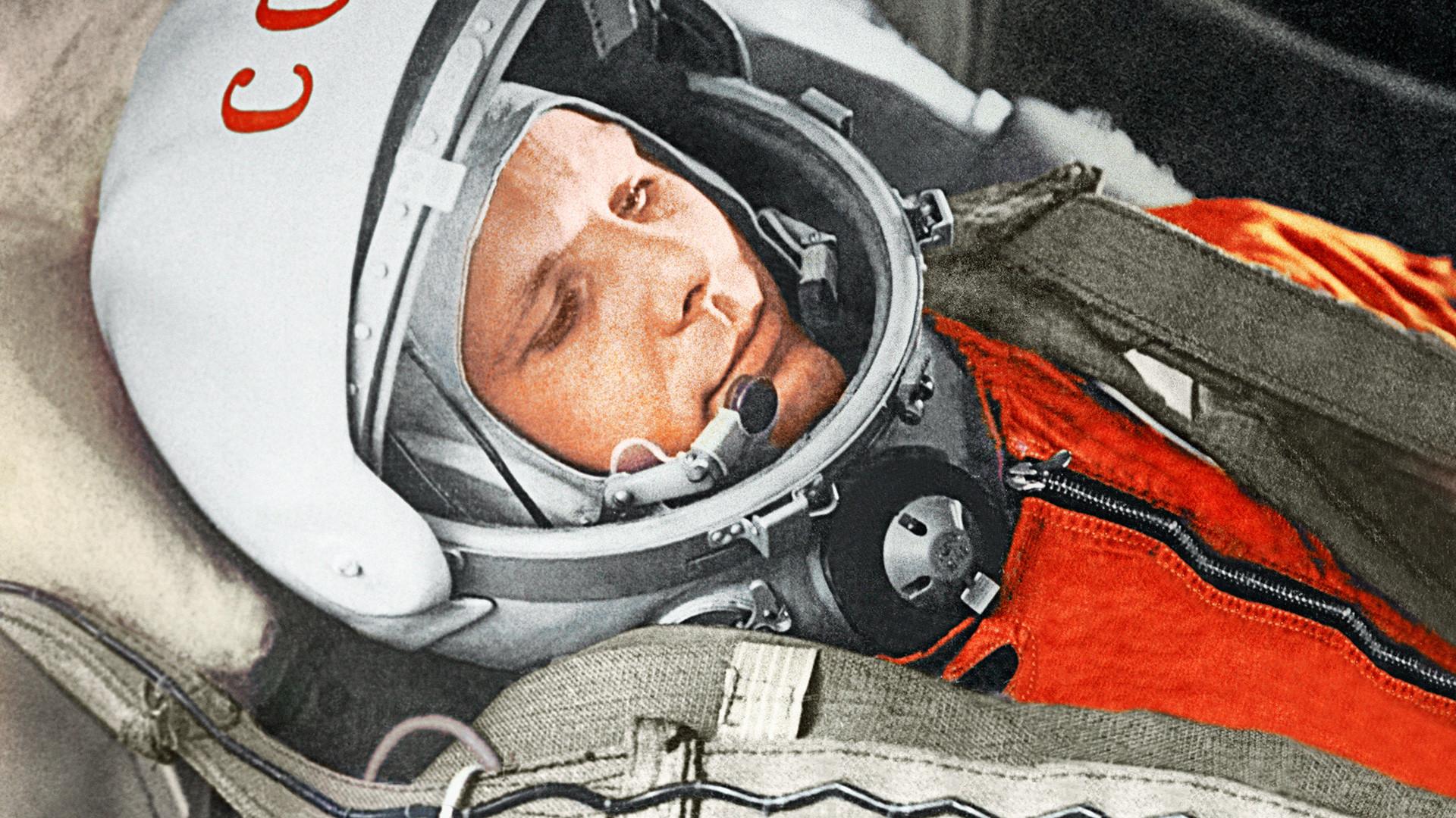 С Днем Рождения космонавтики!