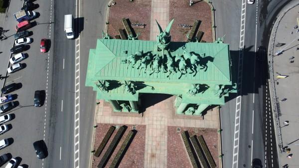 На дроне над Нарвскими воротами