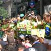 a multidão de verde e amarello