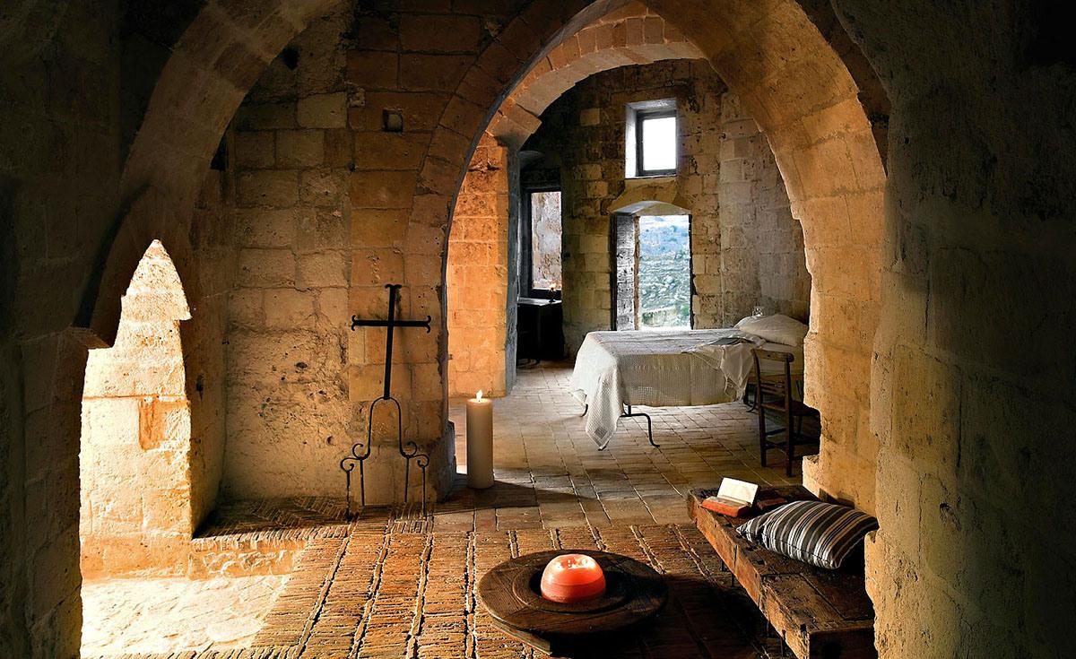 cave-hotel-sextantio-le-grotte-della-civita-10