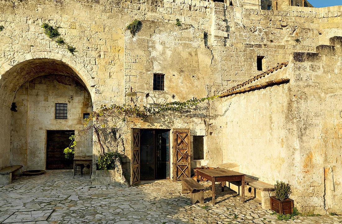 cave-hotel-sextantio-le-grotte-della-civita-17