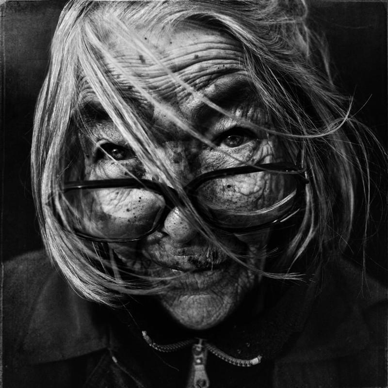 Портретная-фотография-чёрно-белые-фотографии-портрет-Ли-Джефферс-Lee-Jeffries-3-1024x1024