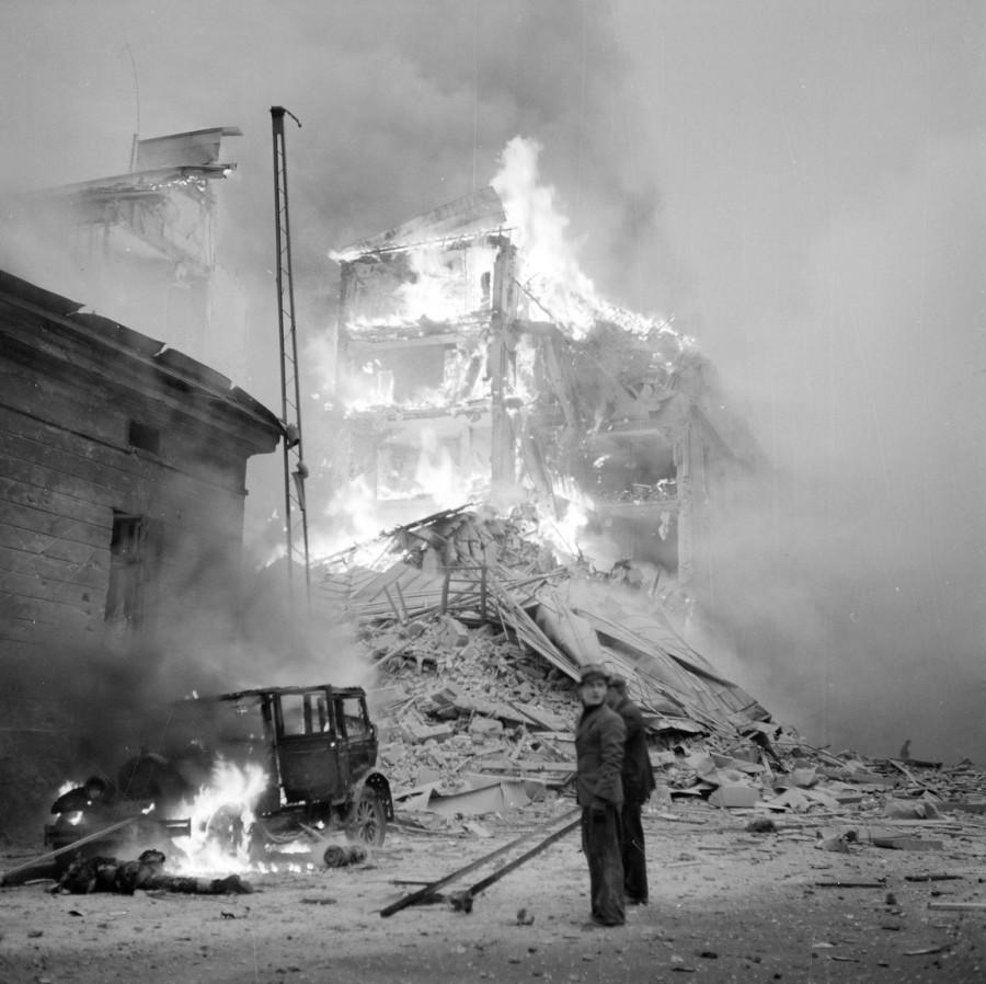 Пожар после бомбежки