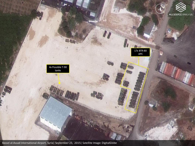26.09.2015-Сирия-Латакия.-4-танка-Т-90-и-17-бронетранспортеров-БТР-80.jpg