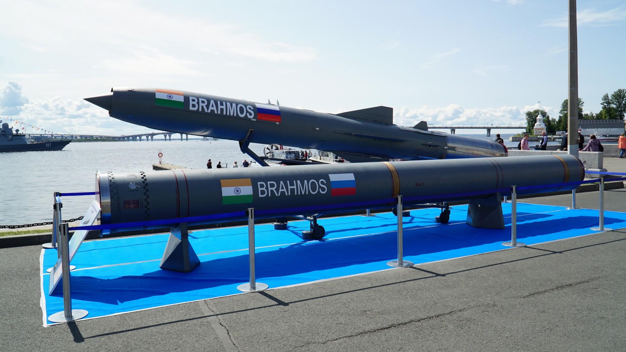 BRAHMOS и его транспортно-пусковой контейнер (ТПК)