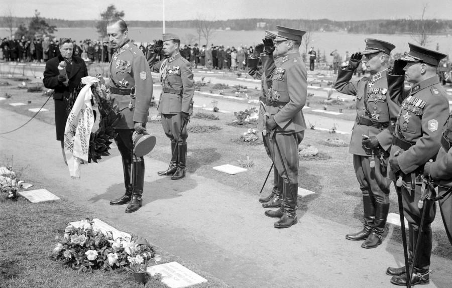 Маннергейм на церемонии памяти павших