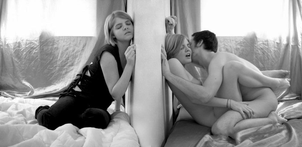 Includes nudes: подборка эротики различной степени тяжести.
