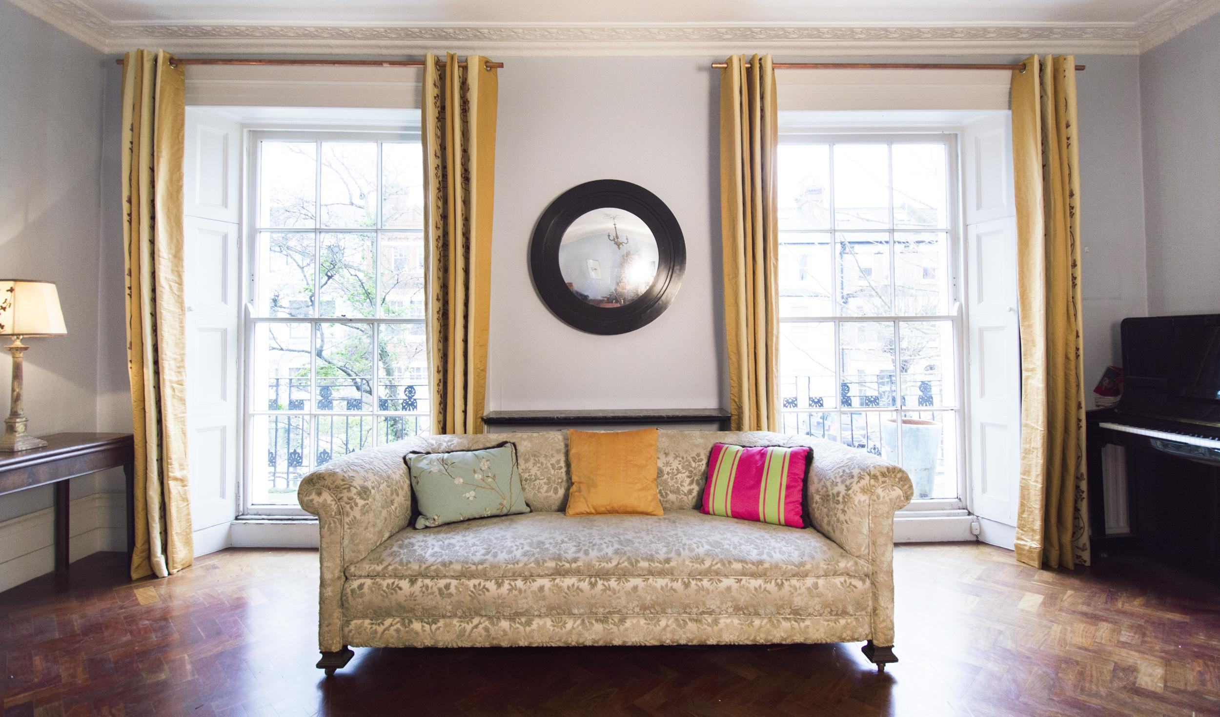 black-round-sofa-gallery