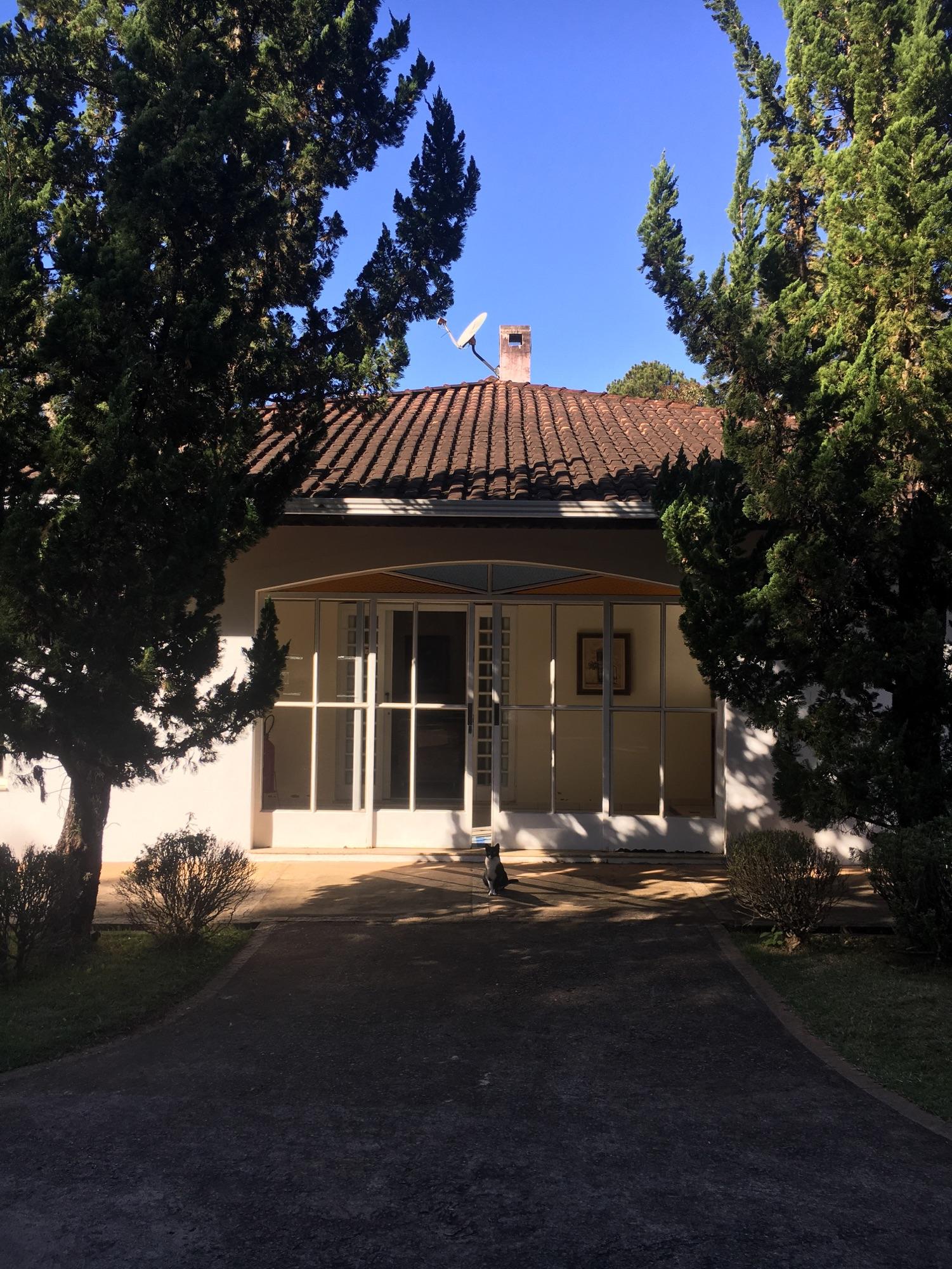 Amora at the entrance to the pousada.