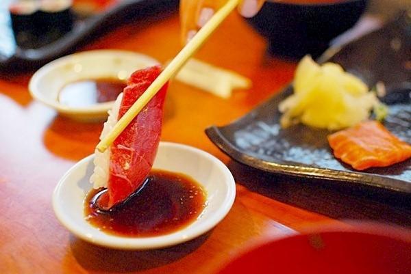 как правильно кушать суши7