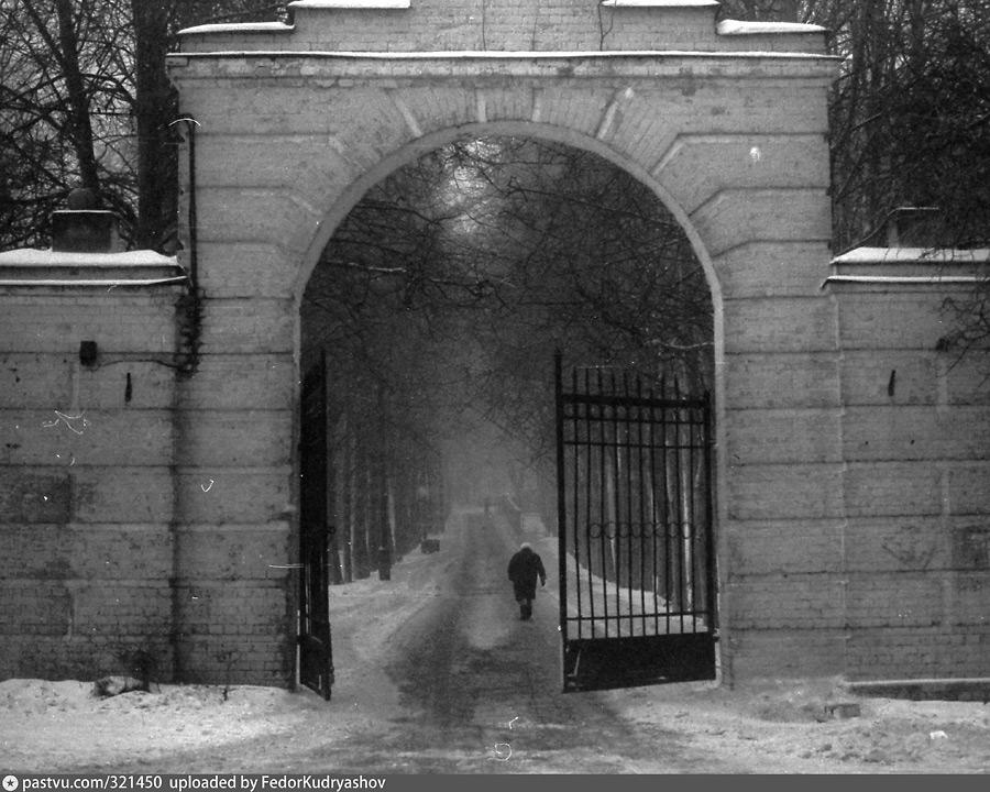 Северные ворота в усадьбу Узкое
