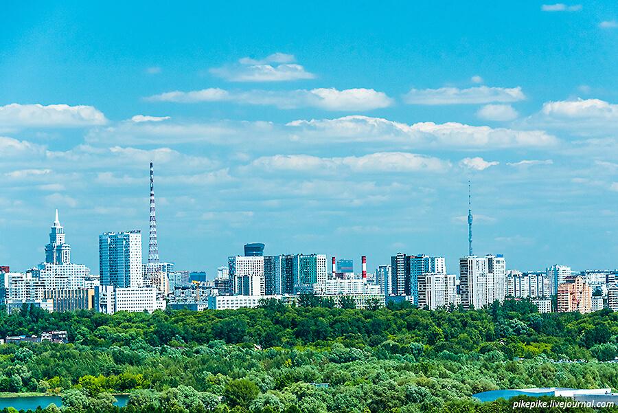 Вид на радиотелевизионную и Останкинскую башни