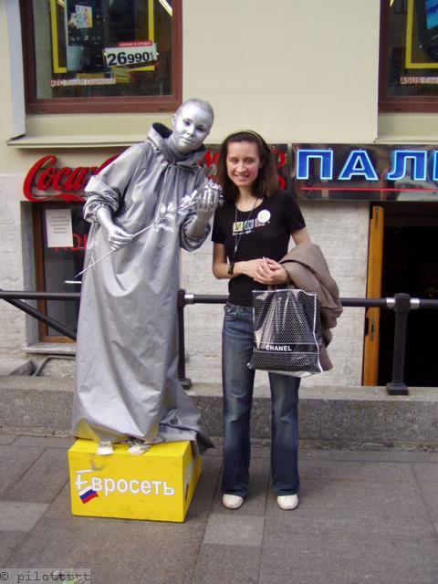 Странная статуя на Невском