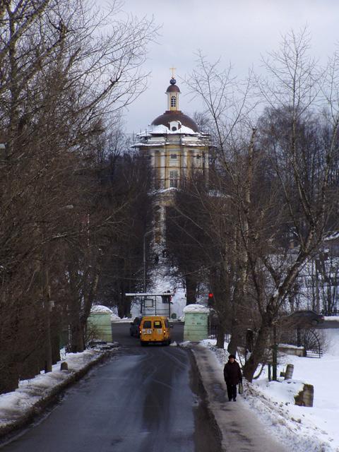 А так выглядит Владимировская церковь со стороны дома Банзы